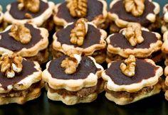 12 pompás, szádban omló, DIÓS aprósütemény   NOSALTY Xmas Desserts, Bon Appetit, Sweets, Cookies, Chocolate, Healthy, Cake, Recipes, Advent