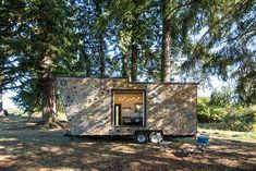 This is one couple's Rock Climbing Tiny House on Wheels! It was built by Tiny Heirloom. Actually, according to Inhabitat, this tiny house is called the Tiny Adventure The Mississippi c… Tiny House Swoon, Best Tiny House, Tiny House On Wheels, Tiny House Design, Climbing Wall, Rock Climbing, Climbing Holds, Tiny Houses For Sale, Little Houses