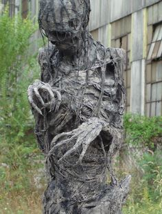 *** Great site for Weeping Angel tutorial and Halloween props yard decor creepy Spooky Halloween, Outdoor Halloween, Holidays Halloween, Halloween Crafts, Happy Halloween, Creepy Halloween Decorations, Zombie Halloween Decorations, Lawn Decorations, Halloween Clothes
