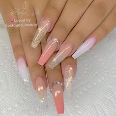 There are many kinds of nails, and the styles are endless. However, in many nail designs, there seems to be no more romantic than the glass flower nails, so how much do you know about the crystal flower manicure? Summer Acrylic Nails, Cute Acrylic Nails, Pastel Nails, Summer Nails, Gorgeous Nails, Pretty Nails, Perfect Nails, Cute Acrylic Nail Designs, Stiletto Nail Designs