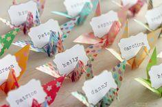 paikkikorttina origami-kurki via Onneni, unelmain - Hääblogi