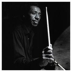 Philly Joe Jones fue un baterista estadounidense de jazz que nació el 15 de julio de1923. Se le incluye en la nómina de los más grandes bateristas y músicos de jazz de toda la historia. Acompañó siempre a los más grandes.