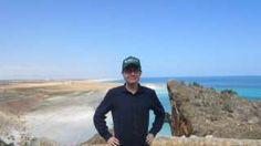 """Derechos de autor de la imagen                  HENRIK JEPPESEN                  Image caption                     """"Yo en la isla de Socotra (Yemen). Uno de mis lugares favoritos en el mundo"""".   Ha visitado todos y cada uno de los 193 países reconocidos por Naciones Unidas que se cuentan en el mundo. Ha dedicado más de 3.000 días de su vida  (alrededor de 9 años en total) a viajar, se ha alojado en más de un millar de hoteles,"""