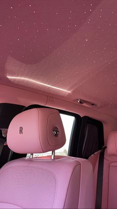Fancy Cars, Cool Cars, Roses Luxe, Voiture Rolls Royce, Fond Design, Cute Car Accessories, Car Interior Accessories, Girly Car, Lux Cars