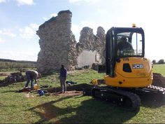 Channel 4's Time Team at Kings Clipstone medieval royal hunting lodge.