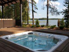 Saunarakennuksen terassi, jossa lämmitetty ulkoporeamme Outdoor Sauna, Outdoor Decor, Hot Tub Patio, Jacuzzi, Lakes, Finland, Outdoor Gardens, Terrace, Outdoor Living