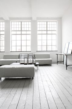 7 Radiant Clever Ideas: Rustic Minimalist Home Storage minimalist bedroom interior blankets.Minimalist Decor With Color Apartment Therapy minimalist bedroom loft black white.Cozy Minimalist Home Book. Minimalist Interior, Minimalist Living, Minimalist Bedroom, Minimalist Decor, Interior Modern, Home Interior, Minimalist Design, Interior Architecture, Interior Decorating