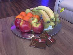 Jetzt kannst Du bei uns nicht nur Deinen Vitamin D Speicher füllen!  Gönn Dir nach dem Sonnenbad etwas von unserem leckeren Obst! Frisch, gesund und garantiert gratis!   Unser Obst bekommen wir vom Danners-Hof aus Kleinenbroich.  Entdecke gleich alles rund ums Sonnenstudio Sun-Sky in Korschenbroich Glehn.  Ruf gleich an, um Deine Wunschbank zu reservieren 02182 50550  http://sonnenstudio-sun-sky.de/oeffnungszeiten.html  #Obst #Sonnenbad #sunsky #korschenbroich #glehn
