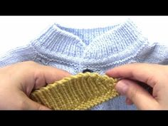 CUELLO ESQUINAS REDONDEADAS CON VUELTAS ACORTADAS SIMIL MAO - YouTube Baby Booties Free Pattern, Crochet Baby Hat Patterns, Crochet Baby Booties, Knitting Videos, Knitting Stitches, Knitting Designs, Baby Bib Tutorial, Knit Baby Dress, Couture Sewing