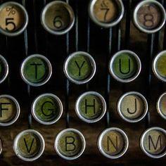 #old #kadrajimdan #objektifimdenyansiyanlar #anıyakala #photooftheday #picoftheday  #daktilo #typewriter