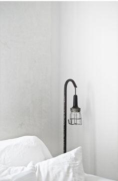 Si deseas una iluminación con estilo y muy personalizada al pie de tu cama te compartimos esta idea con Sello Stanza