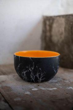 cuenco negro y naranja estampado en blanco. Diseño y realización de Vicent Gimeno para Sagenceramics 2017, mas en... https://flic.kr/p/VRgesu | lr--4918 |