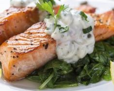 High in Omega Three Fatty Acids, Salmon is one of the healthiest fishes you can eat. Checkout some of my Weight Watchers Salmon Recipes that are low in Points, yet still tasty and delicious. Lemon Recipes, Healthy Recipes, Baked Salmon Lemon, Grilled Salmon, Cena Keto, Menu Dieta, Weight Gain Meal Plan, Weight Loss, Lose Weight