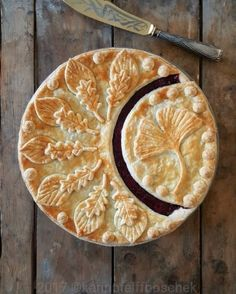 "wiccamoonlight: ""Magical pies ✨ by karinprieffboschek "" Creative Pie Crust, Beautiful Pie Crusts, Pie Crust Designs, Just Pies, Pies Art, Kinds Of Pie, Pie Tops, My Pie, Pie Cake"