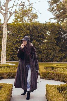 Kourtney Kardashian - Wanders outside