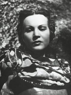 """Luisa Ferida nel film di Blasetti """"La corona di ferro"""" del 1941"""