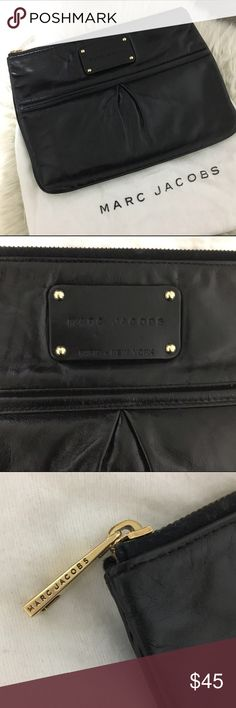 Marc Jacobs Royal Palais Flat Case Preowned Marc Jacobs Royal Palais flat case. Can be used as a clutch or cosmetic pouch. Black textured leather with gold hardware. Measures approximately  10.5 by 8 inches. Interior has a small black mark. Dustbag included. Marc Jacobs Bags Cosmetic Bags & Cases