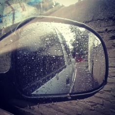 Llueve y #llueve en #Artigas #Uruguay mientras revisando correos y redes sociales desde el móvil...