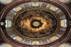 #Viena, com 2,3 milhões de habitantes, é a capital da #Áustria e o centro político e cultural do país. O centro histórico é património da UNESCO | #IgrejaSãoPedro