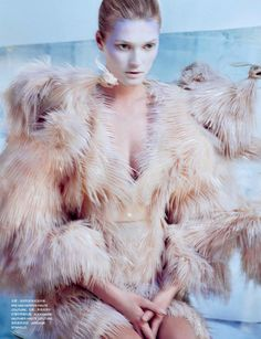 Toni Garrn by Txema Yeste for Numéro China November 2013 | Fashnberry