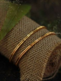 New Gold Jewellery Designs, Gold Mangalsutra Designs, Gold Bangles Design, Jewelry Design Earrings, Designer Bangles, Gold Jewelry Simple, Stylish Jewelry, Plain Gold Bangles, Gold Bracelets