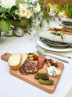 Use small cutting boards to create mini charcuterie boards or cheese plates for… Impossibly chic and delicious, mini charcuterie boards are the perfect thing to serve at your next dinner or cocktail party! Plateau Charcuterie, Charcuterie Plate, Charcuterie And Cheese Board, Cheese Boards, Cheese Cake Filling, Cake Filling Recipes, Best Cheese, Meat And Cheese, Wine Cheese