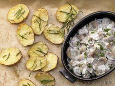 Gebackene Rosmarinkartoffeln - smarter - mit Champignongemüse. Kalorien: 295 kcal | Zeit: 25 min. #vegetarian
