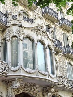 Paris. This is not an uncommon sight. Every where you turn the buildings are exquisite in amazing details. TG
