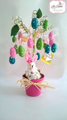 Árvore da Páscoa Easter Tree, Easter Wreaths, Easter Bunny, Easter Crafts For Seniors, Craft Projects For Adults, Christmas Barbie, Easter Table Decorations, Easter Parade, Easter Activities