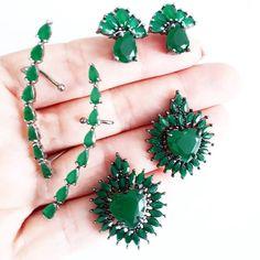 Modelitos lindos pra você usar no dia a dia trazendo frescor do verde na sua produção, aposta certa! Vem conferir!♡♡♡ www.flaviaferreira.com.br #flaviaferreira_oficial #earcuff #brincos ##green #look #style #bijoux #bijouxlovers