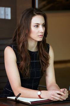 What does this blast from Mike's past mean for his future? Don't miss Pretty Little Liars' Troian Bellisario's return to Suits Spencer Hastings Outfits, Spencer Pll, Pretty Little Liars Spencer, Pretty Litte Liars, Estilo Preppy, Torian Bellisario, Suits Season 5, Pll Outfits, Jolie Photo