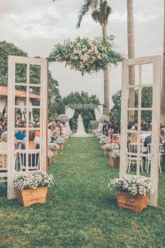 #WeddingInspiration de um casamento rústico com uma decoração pra lá de criativa. Quem também gostou?