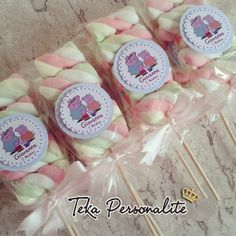 Marshmallow no Palito Birthday Party Snacks, Pig Birthday, Pig Party, Birthday Favors, 3rd Birthday Parties, Birthday Party Decorations, Aniversario Peppa Pig, Cumple Peppa Pig, Happy Birthday Signs
