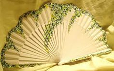 abanicos pintados a mano españoles - Buscar con Google Antique Fans, Vintage Fans, Pretty Hands, Beautiful Hands, Hand Held Fan, Hand Fans, Chinese Fans, Fan Decoration, Potpourri