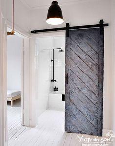 амбарные двери амбарная или деревенская дверь на раздвижном механизме - отличная деталь, которая украсит интерьер, не важно, квартира это или публичное место. Удобная и функциональная, позволит сэкономить пространство.