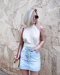 tons neutros / cropped + saia jeans.