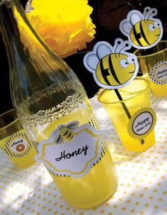 Honey Bumble Bee Party by Bird Jasmin Party, Bird Party, Bee Theme, 1st Birthday Parties, Birthday Ideas, Kid Parties, Birthday Cake, Party Printables, A Table
