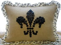 Burlap pillow with black buttons and fleur de lis patterned fabric... LOVE!!! would be perfect in guest bedroom