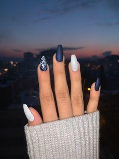 Winter nails the perfect nails I've ever had for .- Winter nails the perfect nails I've ever had for Christmas - Summer Acrylic Nails, Cute Acrylic Nails, Acrylic Nail Designs, Gradient Nails, Matte Nails, Dark Nails, Holographic Nails, Perfect Nails, Gorgeous Nails