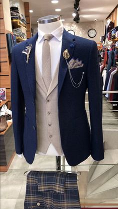 prom suits for men Blue Blazer Outfit Men, Blazer Outfits Men, Mens Fashion Blazer, Stylish Mens Outfits, Suit Fashion, Stylish Prom Suits, Mens Casual Suits, Fall Blazer, Women Blazer