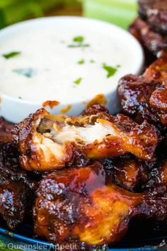 Honey BBQ Chicken Wings with Ranch Dipping Sauce Honey Bbq Chicken Wings, Barbecue Chicken, Honey Recipes, Vegan Recipes, Snack Recipes, Grilled Chicken Recipes, Chicken Wing Recipes, Butterfly Tattoos, Macaroni Cheese