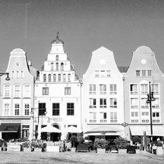 1, 2, 3, 4. #rostock #mecklenburg #architecture #rsa_streetview #germanarchitecture #ig_germany  (hier: Neuer Markt Rostock)