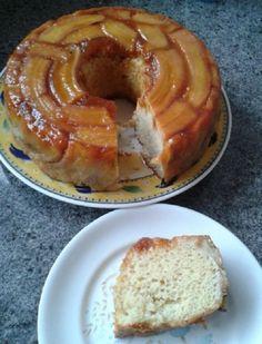 O Bolo de Banana Caramelada de Liquidificador é fácil de fazer e delicioso. Faça esse bolo de banana para o lanche e agrade a todos!