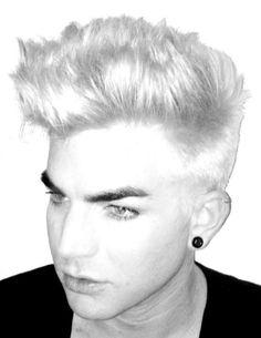 Adam Lambert has debuted his new bleached hair on Twitter.
