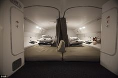 787 crew sleeping quarters