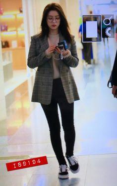 Korean Airport Fashion, Korean Fashion, Différents Styles, Types Of Fashion Styles, Kpop Fashion Outfits, Girl Fashion, Red Velvet Irene, Velvet Fashion, Airport Style