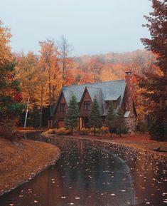Beautiful Homes, Beautiful Places, Cabin In The Woods, Autumn Cozy, Autumn Fall, Autumn Nature, Autumn Scenery, Autumn Aesthetic, Best Seasons