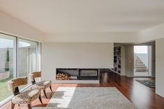 A four-patio light bathed Portuguese family dwelling | Inspirationist