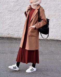 Skirt outfits hijab abayas 62 New ideas Outfits Otoño, Modest Outfits, Modest Clothing, Skirt Outfits, Fashion Outfits, Fashion Styles, Fashion Fashion, Trendy Fashion, Winter Fashion