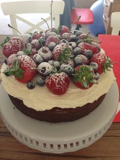Nacked cake I Foods, Raspberry, Fruit, Cake, Cakes, Log Projects, Cooking Recipes, Cooking, Food Cakes
